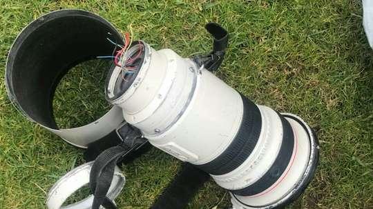 La cámara podría salirle demasiado cara a Pinilla. Twitter/Felipe_Ins