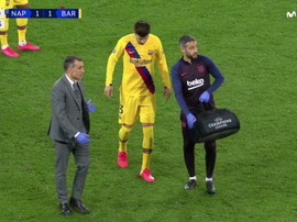 Piqué lands awkwardly, is subbed and could be in doubt for El Clasico. Screenshot/MovistarLigadeCamp