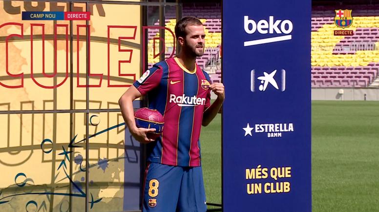 Miralem Pjanic foi apresentado oficialmente pelo Barcelona nesta terça-feira. Captura/BarçaTV
