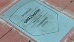 La afición se divide por Griezmann: ensuciaron su placa y otros la limpiaron