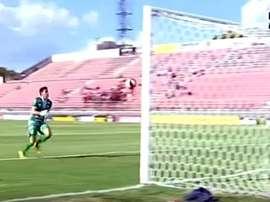 El gol desde el medio del campo que ningún jugador quiere hacer. Twitter