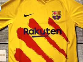 Barcelona think about using their fourth kit. Twitter/Barzaboy