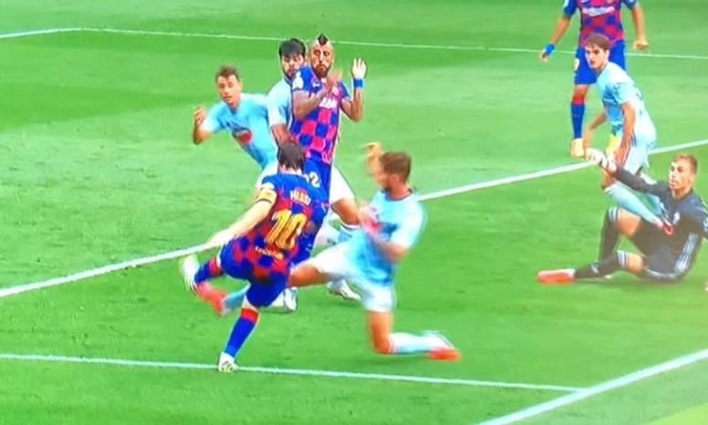 Posible penalti a Messi en Vigo. Captura/Movistar+