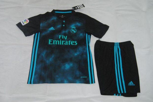 5777ca9923f40 Se descubre la posible segunda camiseta del Real Madrid para la 2017 ...