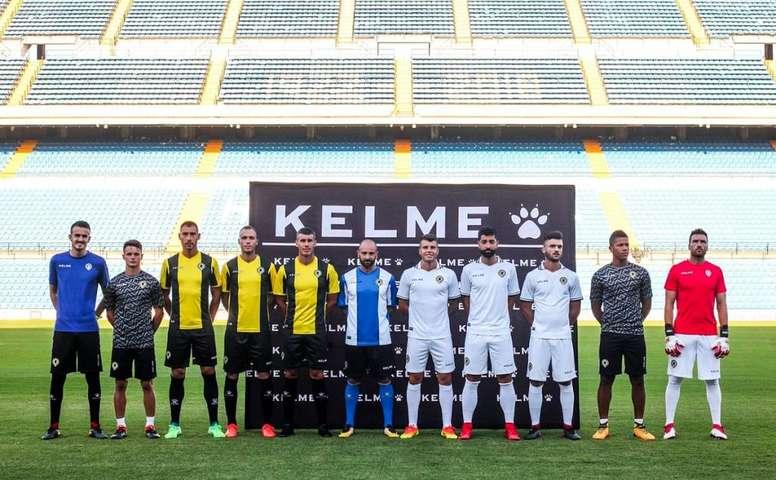 La segunda equipación es negra y amarilla. Twitter/CFHercules