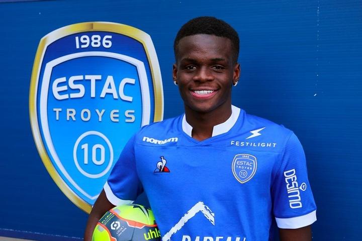 Metinho é contratado pelo Troyes. Twitter/estac_officiel