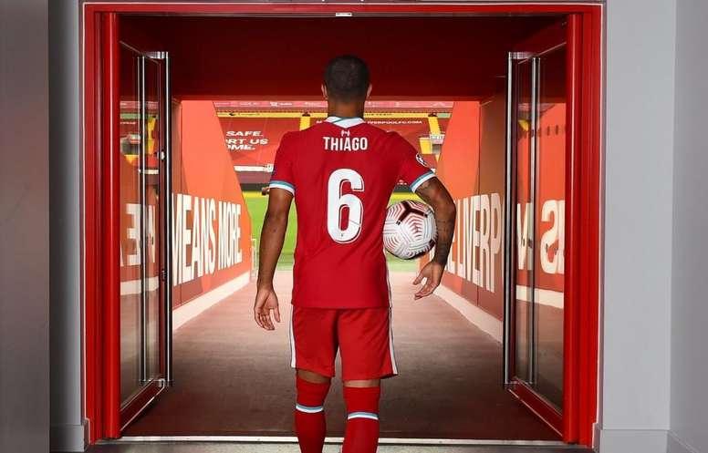 El Bayern emitió un comunicado y lamentó la marcha de Thiago. Twitter/LFC