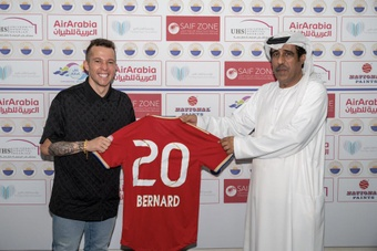 Officiel : Bernard quitte Everton pour le Sharjah FC. Twitter/SharjahFC