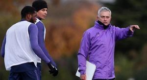 Mourinho concedeu sua primeira entrevista como novo técnico do Tottenham. Twitter/SpursOfficial