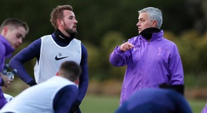 Mourinho would only sign for Spurs if Harry Kane stayed. Twitter/SpursOfficial