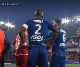 Prince Gouano sofreu insultos racistas no duelo do Amiens frente ao Dijon. Captura/BeINSports