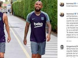 Messi se despede de seu companheiro Arturo Vidal. Instagram/leomessi