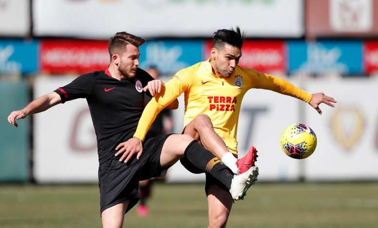 Falcao pode reaparecer no domingo. Twitter/GalatasaraySK