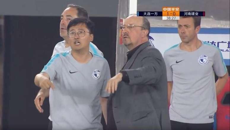 Rafa Benítez debutó con triunfo en el Dalian Yifang. Captura/Youtube/ChineseFootballLeague