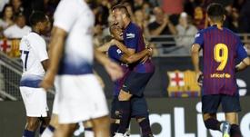 Arthur celebró su 22 cumpleaños con la Supercopa de España. FCBarcelona/Archivo