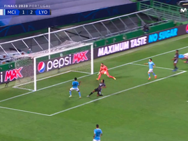 Sterling missed an open goal which would have made it 2-2. Captura/MovistarLigadeCampeones
