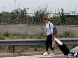 Rakitic, afectado en el aeropuerto. Twitter/Prec96