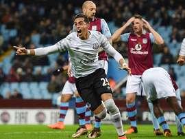 Ramiro Funes Mori celebra el tanto marcado para el Everton, el primero de los tres que marcaría su equipo al Aston Villa. Twitter