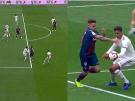 After a review from VAR, a freekick was overturned in favor of a penalty for Levante. CAPTURA