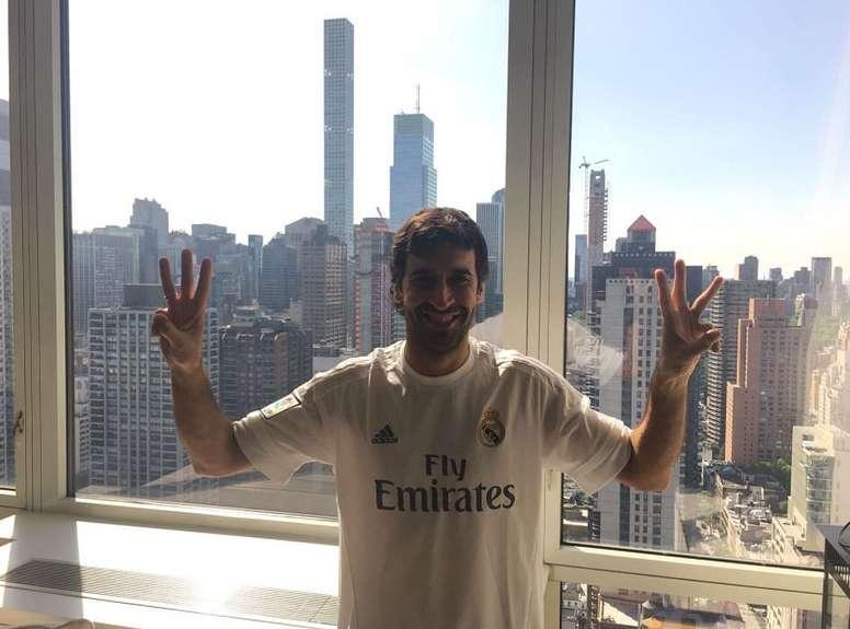 Raúl foi uma das glórias 'blancas' a festejar o título do Real Madrid. RaúlGonzález