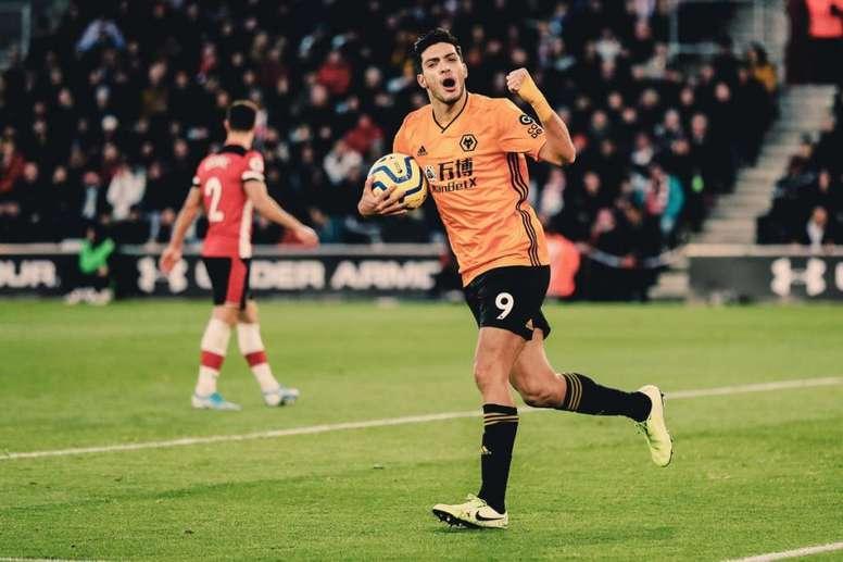 Raúl Jiménez, o maior goleador da história dos Wolves na Premier. Twitter/Wolves