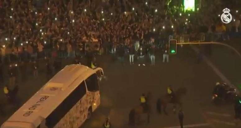 Frío recibimiento al Madrid. Captura/RealMadridTV
