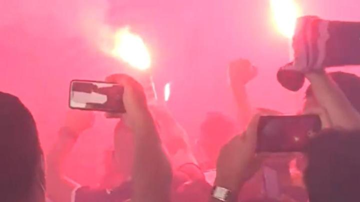 Les fans réservent un accueil infernal à Toulouse. Twitter/RMCsport