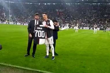 He was given a top. Screenshot/JuventusFC