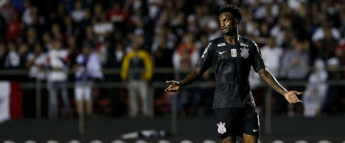 Renê Junior Corinthians. Twitter @vaievem_futebol