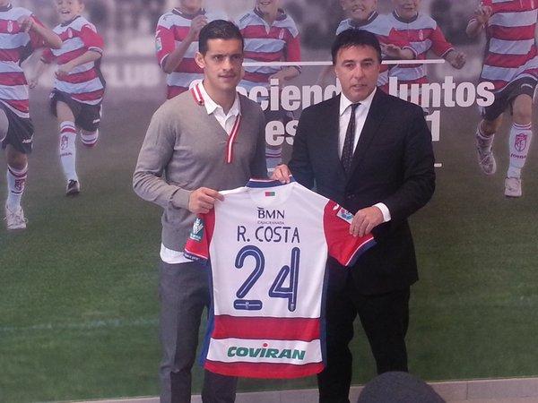 Ricardo Costa, en su presentación como jugador del Granada. Twitter