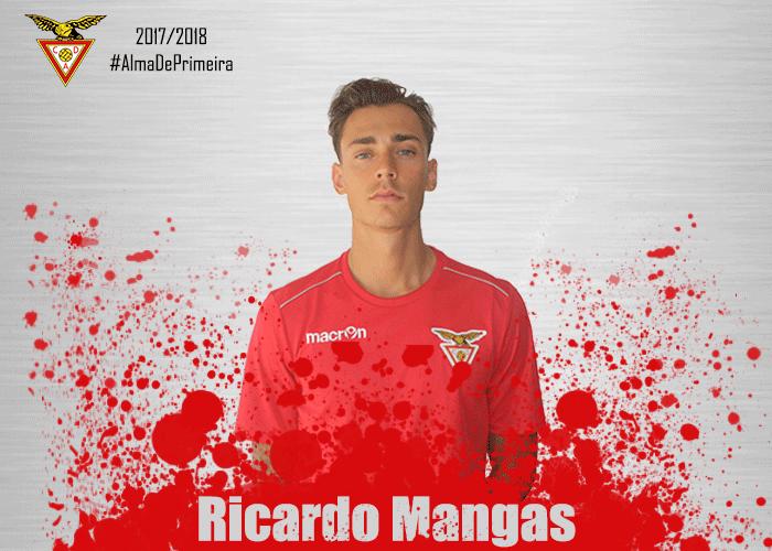 Aos 19 anos, Mangas salta dos juniores do Benfica para a primeira liga. Desp.Aves