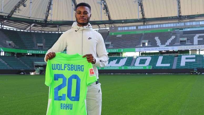 Baku, nuevo fichaje del Wolfsburgo, firma hasta 2025. Twitter/VfL_Wolfsburg