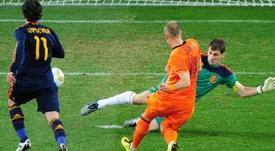 Casillas firmó ante Países Bajos una de las mejores paradas de su carrera. AFP