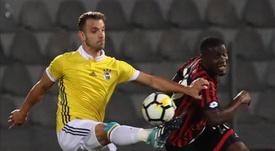 Soldado necesita jugar ocho partidos más para renovar. AFP