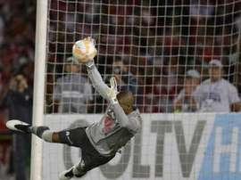 Robinson Zapata, portero del Independiente de Santa Fe, en el momento de para el polémico penalti. Twitter