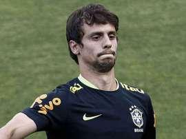 El brasileño podría firmar con el Valencia. AFP