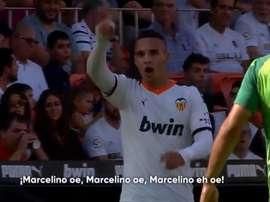 Rodrigo frenó los cánticos en favor de Marcelino. Capturas/Movistar