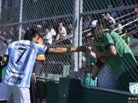 Rodríguez saludó a una aficionada de San Martín. Twitter/ATOficial