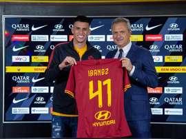 Roger Ibañez é anunciado como novo reforço da Roma. Twitter @OfficialAASRoma