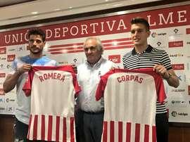 Romera y Corpas en su presentación como nuevos jugadores del Almería. Twitter/U_D_Almeria