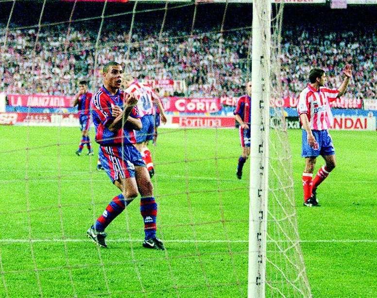 Ronaldo remporte Le Meilleur Footballeur de l'Année FIFA 1996.