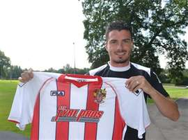 Ronnie Henry signs new contract with his club. StevenageFC