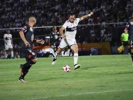 Roque Santa Cruz fez cinco gols em três partidas no Apertura do Paraguai. ClubOlimpia