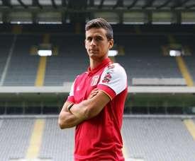O ex-Benfica vai jogar no segundo escalão do futebol inglês. SCB