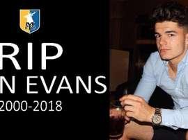 Luto en Inglaterra por la muerte de Evans. Twitter/mansfieldtownfc