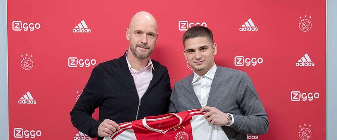 L'Inter vuole soffiare all'Ajax il sostituto di De Jong. Ajax
