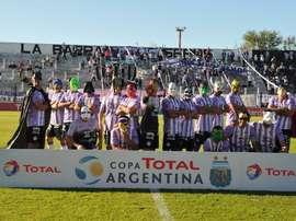 El conjunto argentino logró el ascenso a la tercera categoría del fútbol argentino. Sacachispas