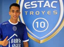 Le joueur s'exhibe déjà avec le maillot troyen. Troyes