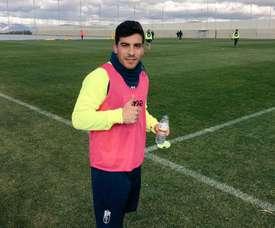 Salvador Agra completó su primer entrenamiento con el Granada. Twitter/GranadaCdeF