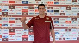 Salvador Ichazo, siendo presentado con el Torino. Torinofc